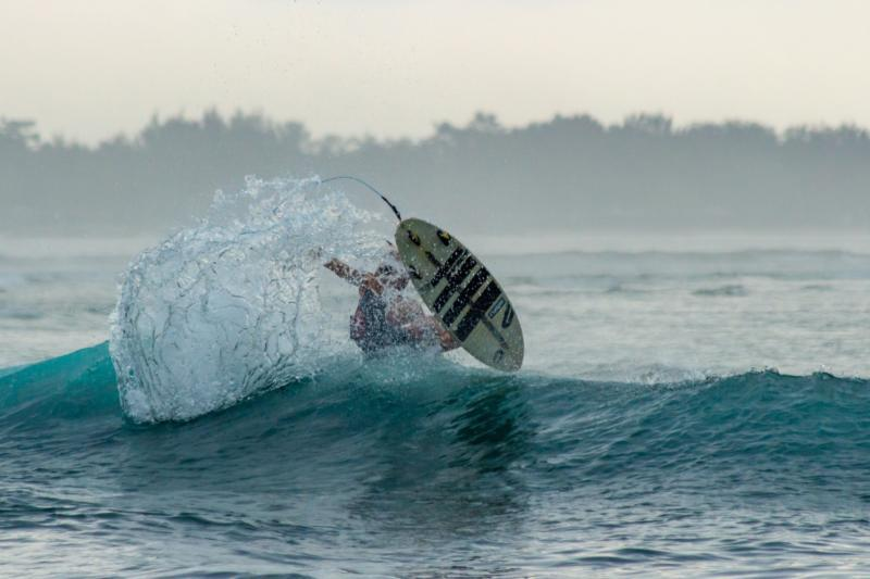 Surf in the Gilis Islands